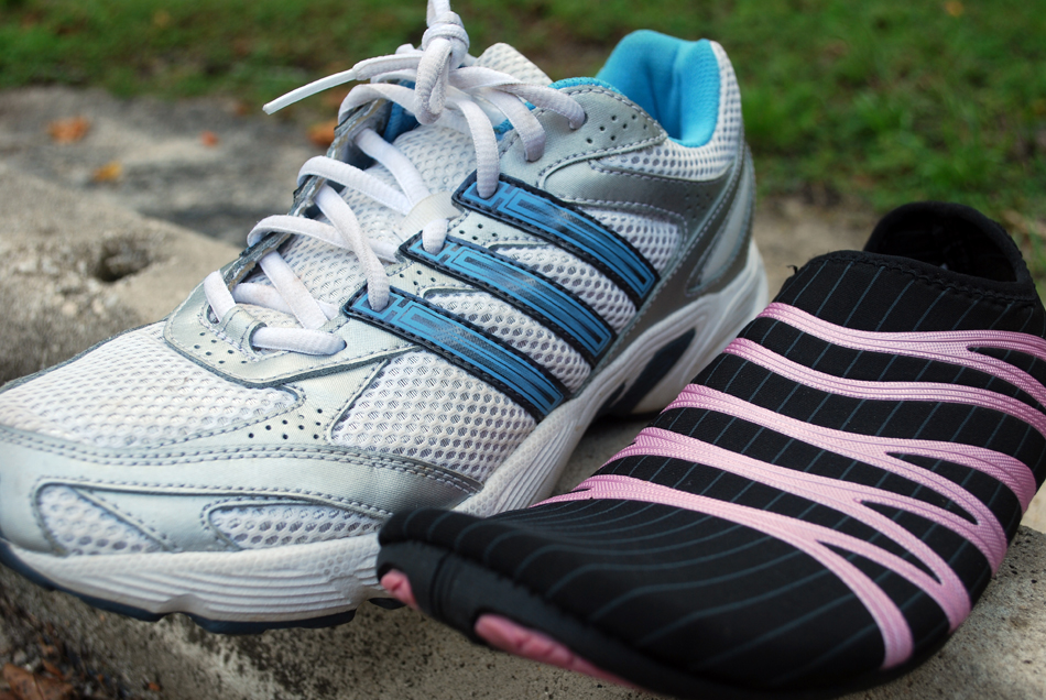 UF's Orthopaedics and Sports Medicine Institute has entered the debate about traditional sneakers versus newer minimalist running shoes.