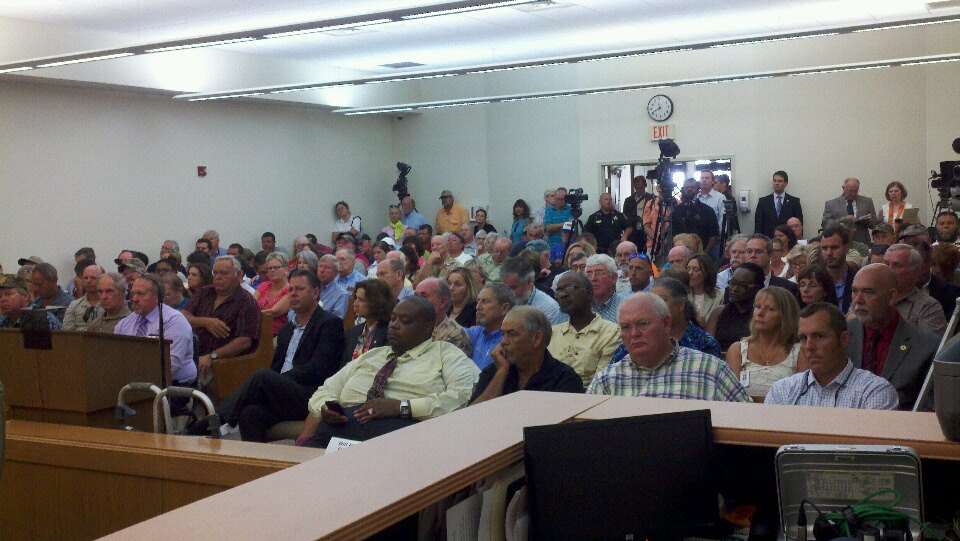 Large crowd gathers for US Senate field hearing in Apalachicola on what Congress should do about the oyster collapse in Apalachicola and how Georgia needs to negotiate the water flow better to keep Apalachicola Bay healthier.