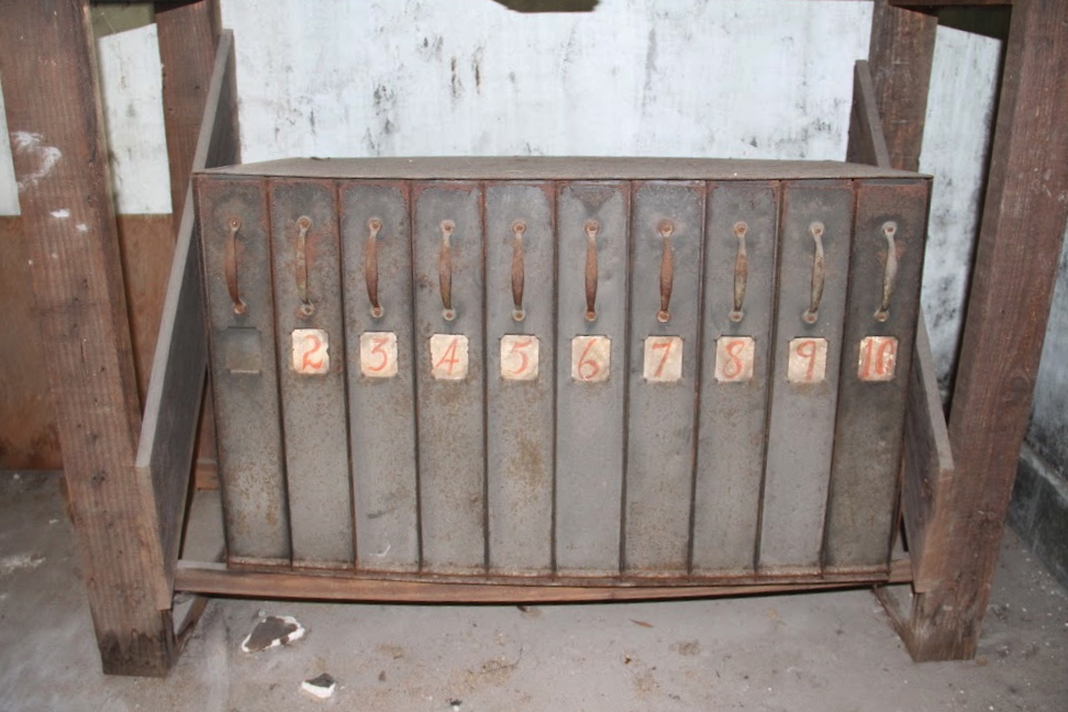 The original film cases used in the Perry Theater in the '40s have been preserved.