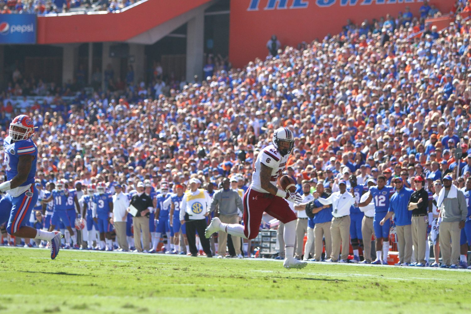 South Carolina running back Brandon Wilds scores the game's first touchdown early in the first quarter on 20-yard run.