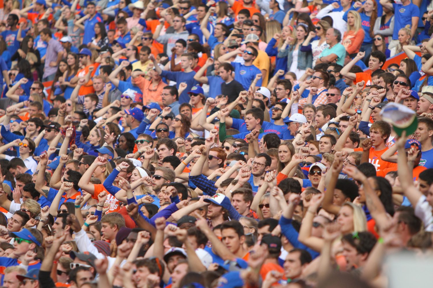 With the score all tied up at 10-10 in the third quarter, the Rowdy Reptiles make some noise.