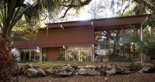 The Cassisi home in Gainesville, Florida was built in 1964 by Harry Merritt. The home was nominated for a spot on the National Register of Historic Places. Photograph courtesy of Gainesville Modern