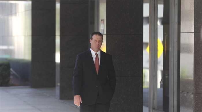 Hoppel enters the courthouse. (Ethan Magoc/WUFT News)