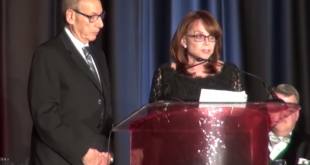 Slain journalist Steven Sotloff's parents, Arthur Sotloff and Shirley Pulwer receive the Citation of Courage Award from the Radio Television Digital News Foundation. (Screenshot from YouTube)