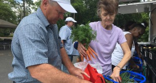Gainesville resident Linda Lazzari thrilled to by produce from Fresh Wagon.  (Danielle Prinz // WUFT News)