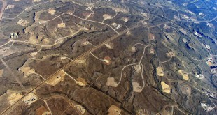 Photo of oil and gas fields at Jonah field, Wyoming, via flickr creative commons and Bruce Gordon at EcoFlight
