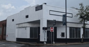 Collier Companies is working on plans to build a new three-story apartment complex at 238 W. University Ave., which previous housed Club Level. (Catherine Dickson/WUFT News)