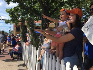 Two-year-old Grace Rohan cheers at her first UF Homecoming Parade with her aunt, Harlow Rohan. (Jordanne Laurito/WUFT News)