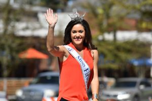 Miss Florida waves at the crowd during the 2016 UF Homecoming Parade. (Grace King/WUFT News)