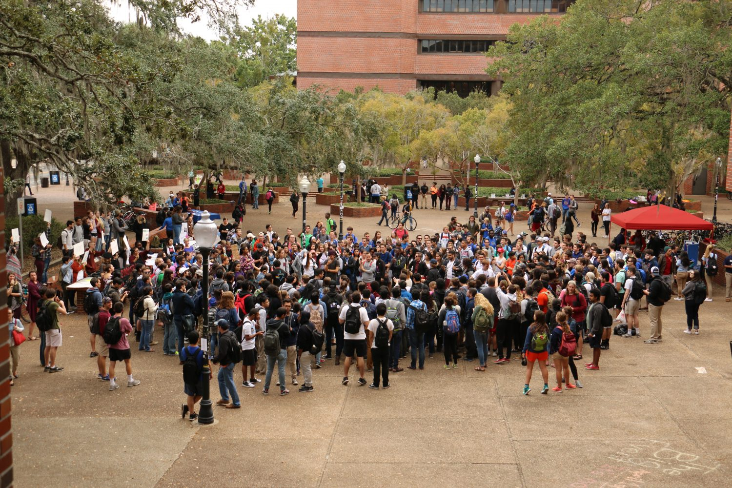 Maybe 150 or more gather at the UF's Turlington Plaza Monday for an anti-Trump protest, which was countered by Trump supporters. (Rachel Wang/WUFT News)