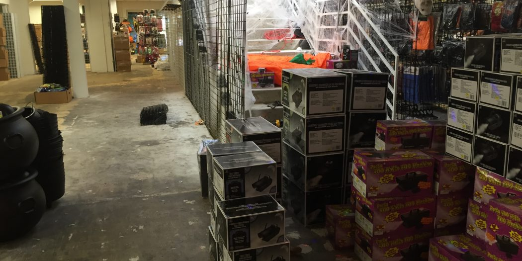Midtown Halloween Store Finishes Out Its Short Stay – WUFT News