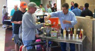 Gainesville Mayor Lauren Poe serves dinner to residents of GRACE Marketplace Wednesday, November 2, 2016. (Josh Kimble/WUFT News)