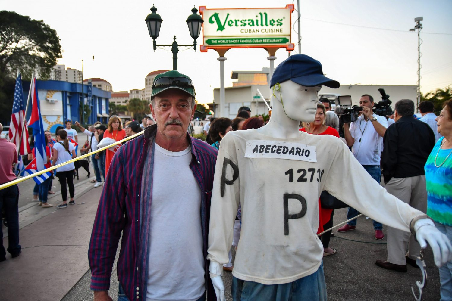 "Alfredo Ballester walks around with a mannequin wearing a shirt with ""ABECEDARIO"" and ""12738"" written on it. ""ABECEDARIO"" represents the book he wrote about his time in prison called ""Memorias de Abecedario"" and ""12738"" was his number while in the Cuban Morro Prison. (Grace King/ WUFT News)"
