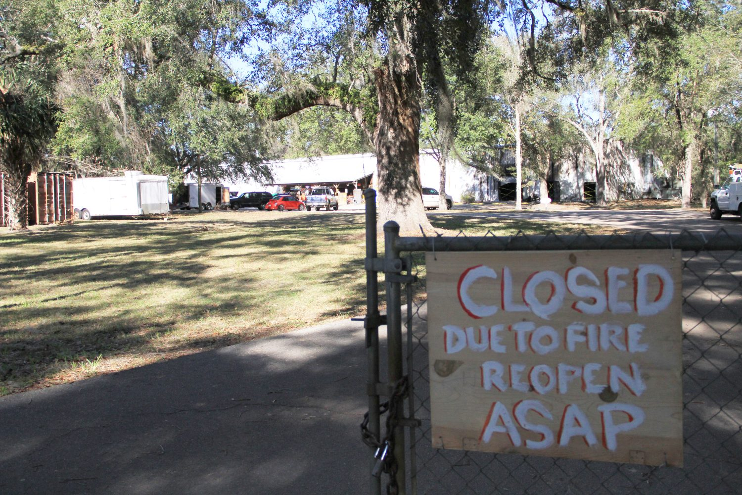 "A closed sign warned customers of the previous fire. Campen said ""ASAP"" could mean even longer than a year. (Gabriella Nuñez/WUFT News)"
