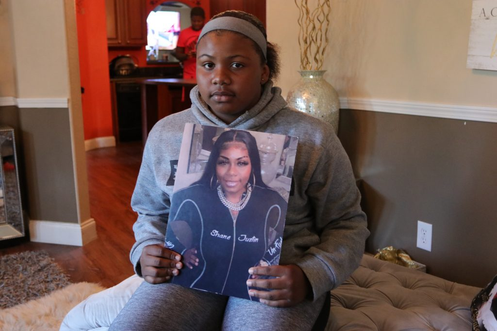 Na'Toniyah Mason holds the photo she took of her mother the day before she died.