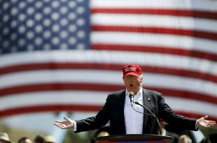 Republican U.S. presidential candidate Donald Trump speaks at a campaign rally in Fountain Hills, Arizona March 19, 2016.   REUTERS/Mario Anzuoni - RTSB8VP